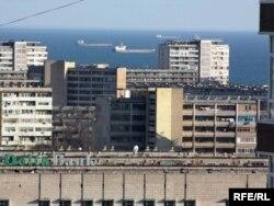 Вид на Каспийское море в городе Актау.