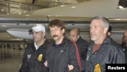 Russian arms dealer Viktor Bout (center) is escorted by U.S. Drug Enforcement Administration officers in November 2010