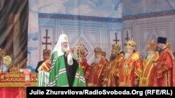 Патріарх Московський Кирило (Російська православна церква) править літургію, Харків, 8 травня 2011 року
