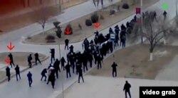 Кадр видеозаписи, показывающий расстрел демонстрантов в Жанаозене 16 декабря 2011 года.