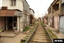 Dəmiryol yaxınlığında evlər -- 2010