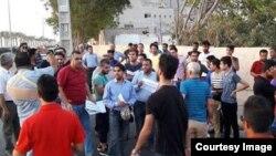 اعتراض هواداران تیم فوتبال ایرانجوان بوشهر در مخالفت با فروش امتیاز این تیم