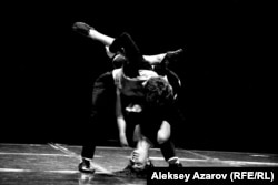 """Спектакль """"Дафнис и Хлоя"""" на сцене Театра оперы и балета в Алматы."""