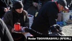 Местечко, где продается кофе, на рынке легко найти по аромату свежемолотых зерен: продавцы бодрящего напитка обычно не занимают много места