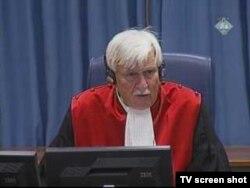 Sudac Orie tokom rasprave sa Mladićem, 6. listopada 2011