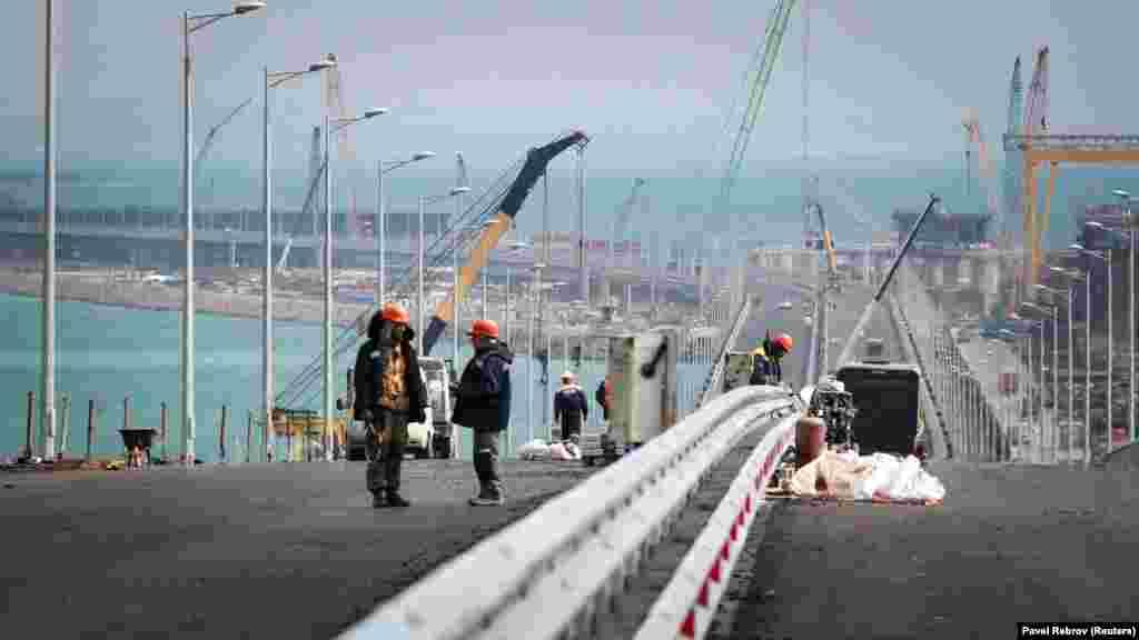Украина инфрақұрылым министрлігі Керчь бұғазында салынып жатқан көпір құрылысын заңсыз деп санайды. Мемлекет оны салуға рұқсат бермеген.