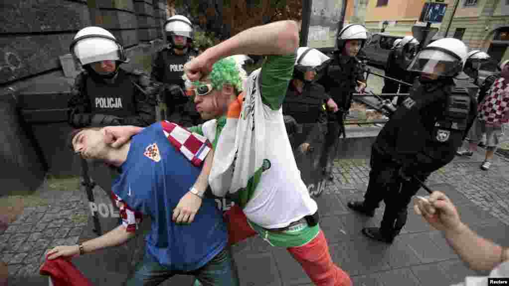 Футбольные фанаты Хорватии и Ирландии
