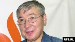Берік Әбдіғали Азаттық радиосының Алматыдағы бюросында. 7 қыркүйек 2009 жыл.
