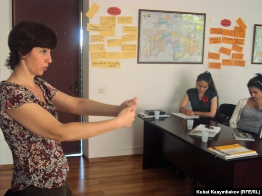 Instructor Natasha Yefimova teaches young Central Asian journalists as part of a special 10-week media-training course in Bishkek.