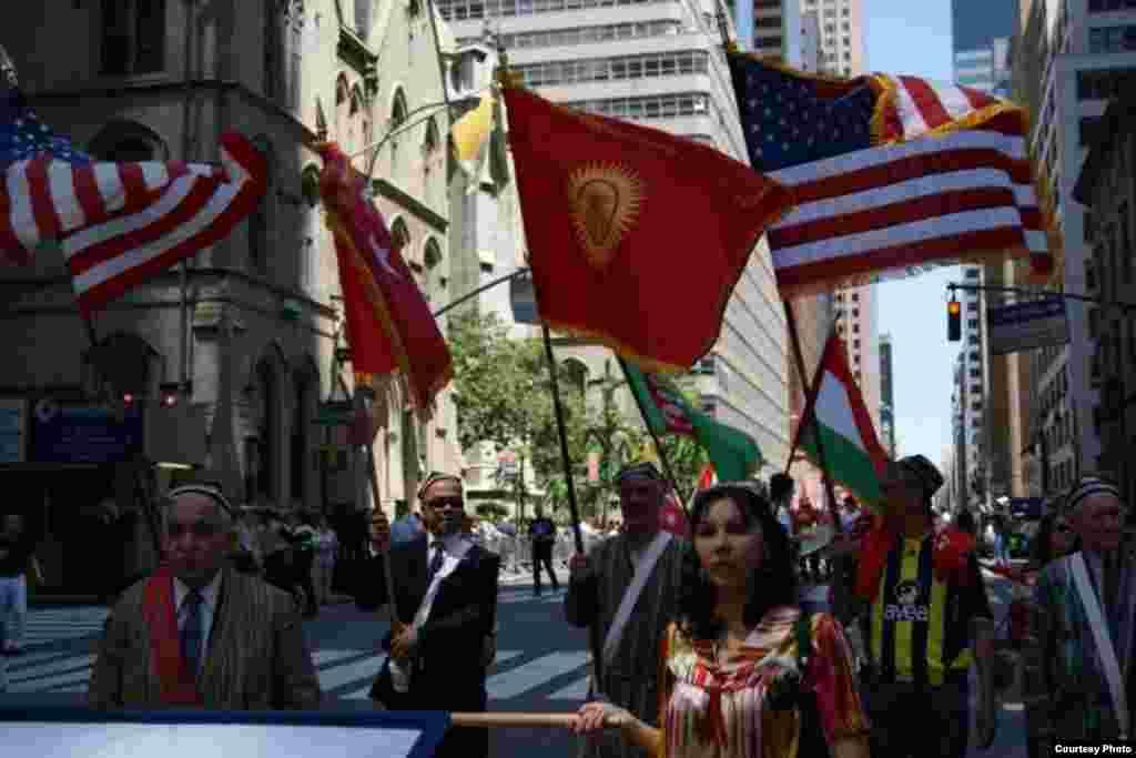 Кыргызстан впервые участвовал в параде тюркских народов в Нью-Йорке, которой проводится последние 20 лет.