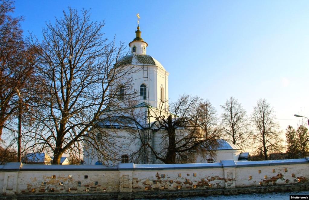 Стародубщина. Церква Трійці Живоначальної в Погарі. Була перебудована в 1783 році. Попередній храм датують 1717 роком, що був збудований полковником Захаром Іскрою, українським військовим і політичним діячем, який походив із козацько-старшинського роду