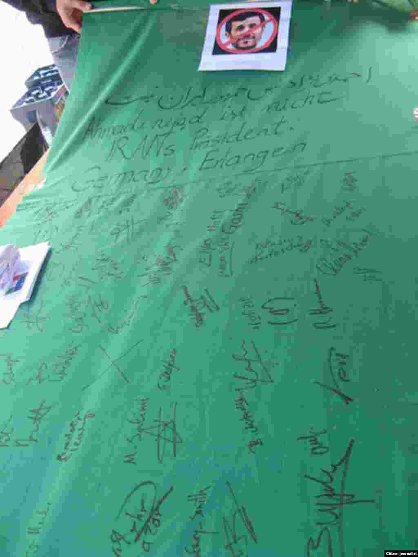 آلمان، ارلانگن - جمعآوری امضا در راستای حرکتی مدنی به نام «بلندترین تومار جهان؛ احمدینژاد رئیس جمهور ایران نیست»