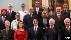 Новий канадський уряд після присяги у Рідо-Холлі в Оттаві. 4 листопада 2015 року
