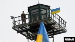 Ілюстративне фото. Спостережна вежа на пункті пропуску «Гоптівка» поблизу кордону України з Росією, Харківська область. Червень 2016 року