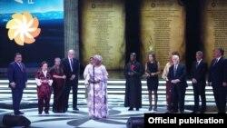 Մարգարիտ Բարանկիցեն ստանում է «Ավրորա» մրցանակը, 24-ը ապրիլի, 2016թ․
