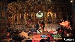 Убежище для участников антиправительственных акций в здании Михайловского Златоверхого монастыря Киевского патриархата. 19 февраля 2014 года.