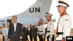 """Генералниот секретар на ОН Бан Ки-мун пристигна на аеродромот """"Свети Апостол Павле"""" во Охрид."""