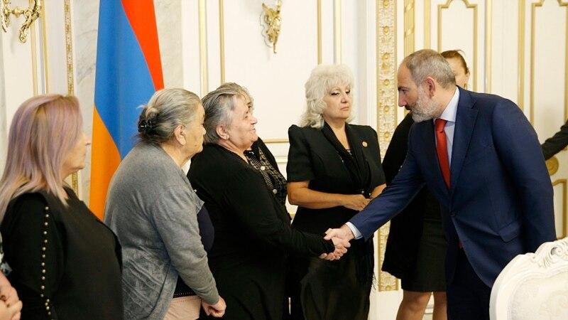 Пашинян принял родственников погибших военнослужащих