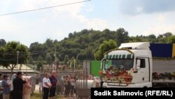 Potočari: Dopremljeni tabuti sa posmrtnim ostacima srebreničkih Bošnjaka