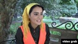 Мунира Мирзоева Азаттыққа сұхбат беріп отыр. Душанбе, 24 тамыз 2015 жыл.