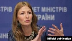 Emine Ceppar - Ukraina haber siyaseti naziriniñ mesleatçısı
