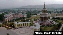 Город Куляб на юге Таджикистана.