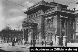 Стара фотографія Одеської наукової бібліотеки, будівлю якої спроєктував нащадок українських козаків Нештурхів. Федір Нестурх (Нештурха) у 1902–1920 роках був головним архітектором Одеси