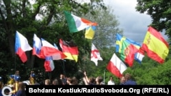 Під час відкриття «Європейського містечка» в Києві 2 червня 2012 року