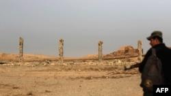 Ирак жоокери Нимруд шаарында турат. Бул жерде Ассириялык империядан бери сакталып турган эстелик жайгашкан. Нимруд Мосулдан 30 чакырым алыстыкта жайгашкан. Ирактын өкмөттүк үчтөрү Нимрудду 13-ноябрда өз колуна алган.&nbsp;<br /> <br /> &nbsp;