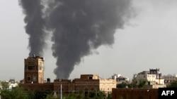 در تصویر انفجاری در یکی از محلههای صنعا، پایتخت یمن