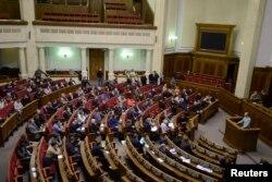 Верховная Рада приняла нынешний закон о люстрации только с третьего раза