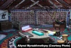 Внутреннее убранство юрты. Фото Алтынай Мырзахметкызы.