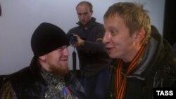Охлобыстин (справа) перед премьерой своего фильма с полевым командиром Арсением Павловым (Моторолой)