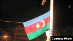 2006-cı il «21 Azər»in ildönümündə Təbrizdə Azərbaycan bayrağı qaldırılıb