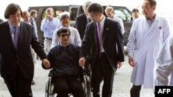 Чэнь Гуанчэн разам з амбасадарам ЗША ў Пэкіне накіроўваецца зў шпіталь