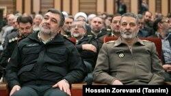 عبدالرحیم موسوی، فرمانده کل ارتش، در کنار حسین اشتری فرمانده نیروی انتظامی ایران