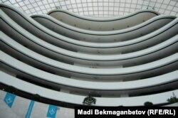 Назарбаев орталығының ішінен қарағандағы қабаттар. Астана, 25 тамыз 2015 жыл.