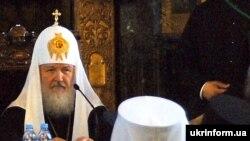 Патріарх Московський і всія Руси Кирил під час зустрічі з архієреями, духовенством, чернецтвом, викладачами і студентами Київських духовних шкіл 29 липня 2009 року.