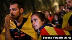 Tisuće demonstranata pratilo je govor predsjednika Katalonije na ulici