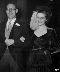 Британи -- Тэчер Маргарет, Торин уггар къона кандидат 26 шо долуш маре яхара Тэтчер Денисе, Лондон, 13Гlу1951