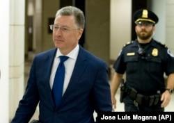 Курт Волкер покидает закрытое заседание в Палате представителей Конгресса 4 октября 2019 года