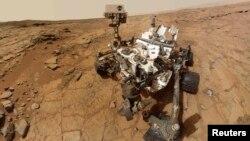 «Автопортретна» фотографія марсоходу Curiosity, 3 лютого 2013 року