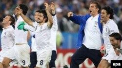 Италия құрамасы Франция командасын жеңгеніне қуанып тұр. Цюрих, 17 маусым 2008 жыл. (Көрнекі сурет)