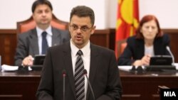 Министерот за финансии Зоран Ставрески зборува на седница на комисијата за финансирање и буџет за ребалансот на буџетот на 29 мај 2012 година.