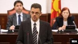 Собраниска комисија за финансирање и буџет. Вицепремиерот и министер за финансии Зоран Ставрески на 2 мај 2012 година.