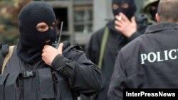 Для реагирования на возросшие террористические угрозы оппозиционеры требуют от властей принятия действенных мер по усилению работы спецслужб