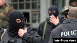 Журналистов сразу перевезли в Тбилиси. МВД Грузии сообщило, что они подозреваются в незаконном пересечении грузино-российской границы