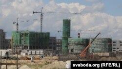 Будівництво паперової фабрики, на якому працюють китайці: все це збудовано за один рік