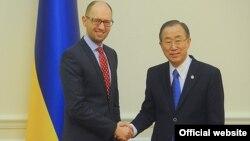 Прем'єр-міністр України Арсеній Яценюк та генеральний секретар ООН Пан Ґі Мун (фото з офіційного порталу уряду)