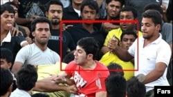 خشونت در مسابقه فوتبال بین استقلال و صنعت نفت آبادان